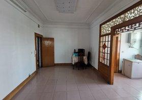 汉江酒店旁人民银行宿舍 三室两厅地理位置位置优越 三面采光 实际面积大 看房方便价格可谈
