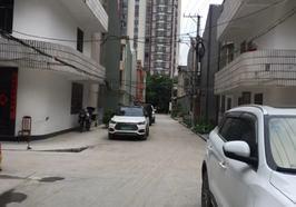 诚心出售 福星城附近私房 2杆3层 采光好 停车方便 不动产证可以过户