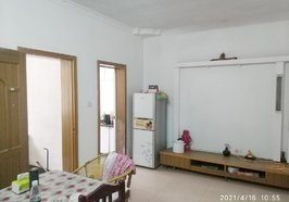 一中对面低层学区小三房,普通装修,拎包入住,租售方便