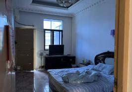 龍華山酒店東邊20米處,五交化宿舍,70平,老證