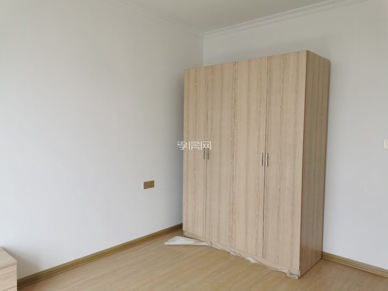 三军帅府电梯房  精装修未住  全新家私电 89平52万,随时看钥匙在手!