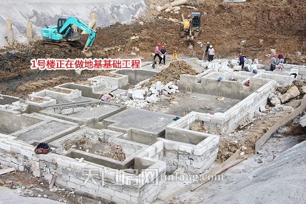 1号楼正在做地基基础工程.JPG