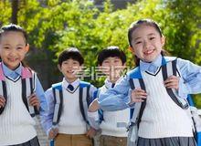 金域国际:我家住在学校旁 上学路上不匆忙
