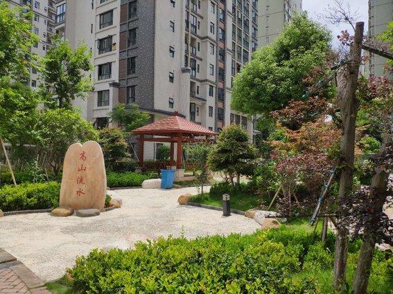 业主诚心出售东城区云湖尚景2号楼靠东第7楼的商品房,128.22平米,毛坯三房,证满2年