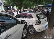 浠水新华正街发生一起交通事故 致4人受伤