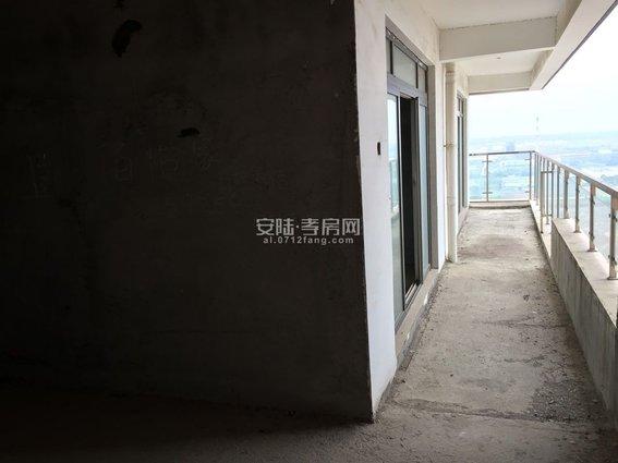 泰合乐园三房两厅两卫一厨房双阳台126.43平米 毛坯