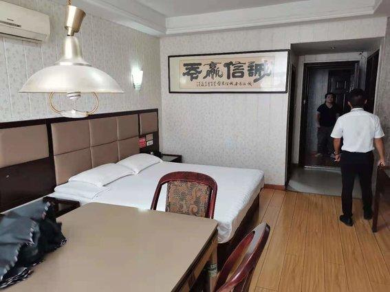 天天时尚宾馆  环球广场对面   周边配套齐全  业主急需用钱价格可谈