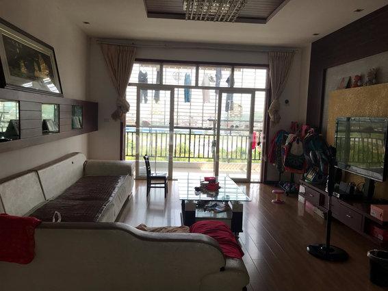新东方建材城复式三厅两卫带精装 带露台,适合养花种菜 看房联系18154372517