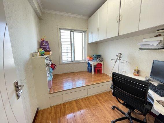城市丽景 3室2厅1卫 精装修 可拎包入住 小区环境好 证满二