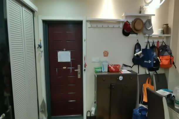 中央華府 精裝兩房 中間樓層 證滿五 隨時過戶 帶暖氣片 仙桃最 好的小學就在小區旁 接送都免了