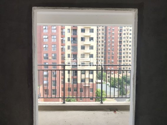 邻近万达 香港城精致两房  证满二  南北通透采光绝佳